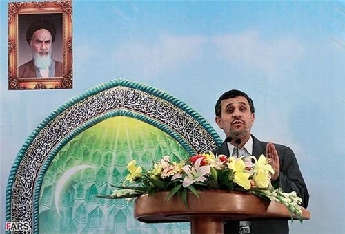 Ahmadinejad Urges Regional States' Vigilance against Zionist Plots