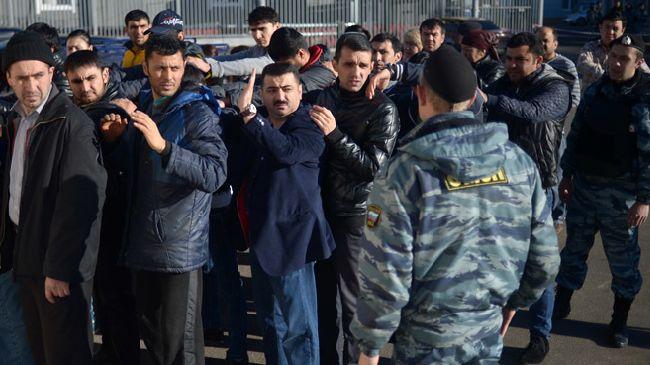 329384_Russia-migrants-arrest