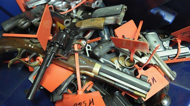 329401_handguns