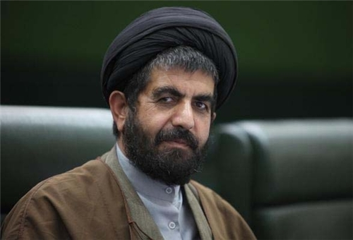 Legislator Urges World Powers to Drop Language of Threat against Iran in Geneva