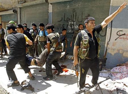 الجيش السوري يشق طريقه وسط ساحة المعركة في حلب