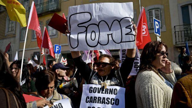 332429_Portugal-protest