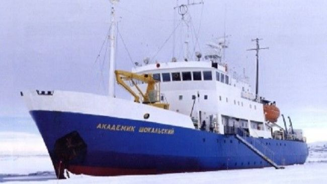 342047_Russia-Antarctica-trapped