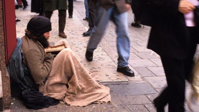 342434_UK-beggar-street