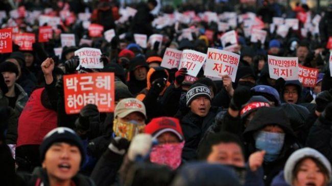 342451_South-Korean-workers