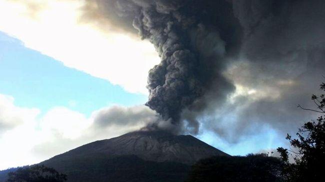 342720_El-Salvador-volcano