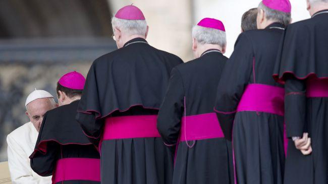 364455_Catholic-priests