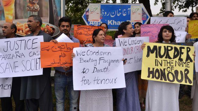 364696_Pakistan-protest