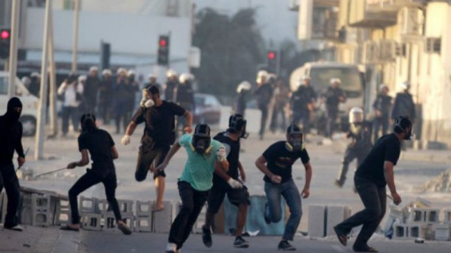 364730_Bahrain-protesters