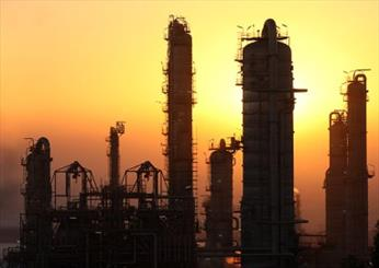 Iran breaks record installing a giant refinery construction