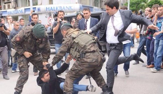 Turkey PM threatens to slap protestor