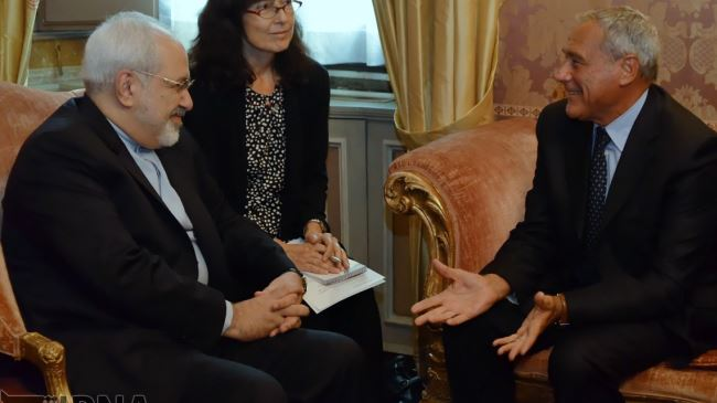 377637_Iran-Italy-officials