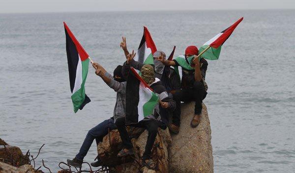 activists-launch-sea-flotilla-to-break-gaza-seige