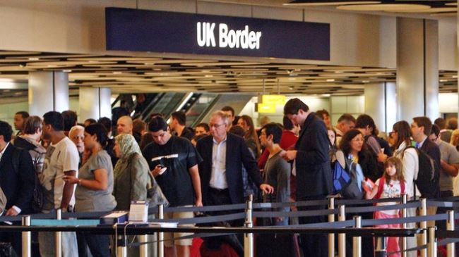 382180_UK-Heathrow-Border