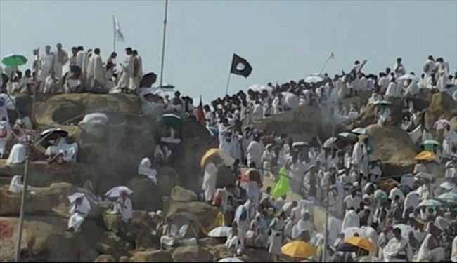 Pilgrim carries ISIL flag at Hajj rituals on Arafat Plain