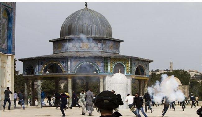 Israeli forces attack al-Aqsa mosque, abduct 2