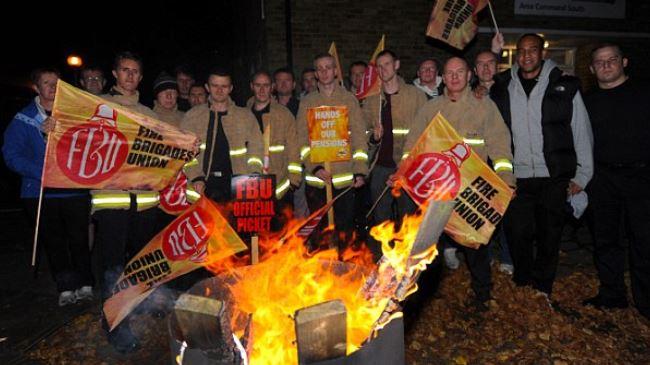 384351_London-firefighters