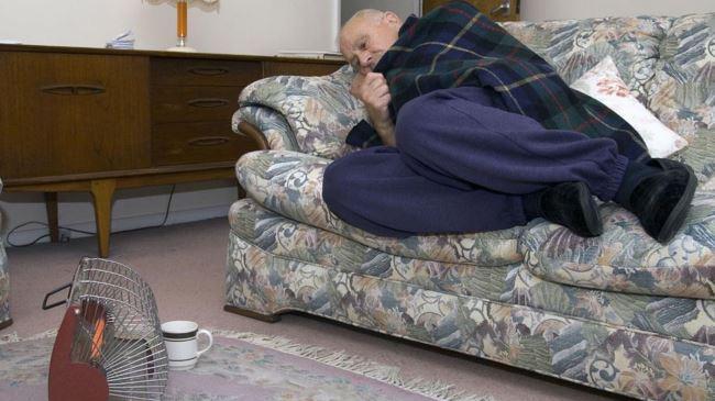 385709_UK-elderly-heating
