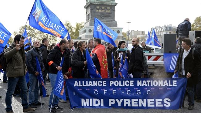 385915_French-police-demonstration