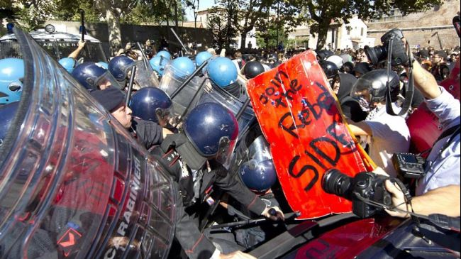 388089_Italy-protest-austerity