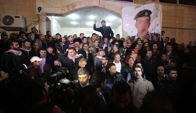 Jordanian Protesters Marched to palace of King Abdullah II + video