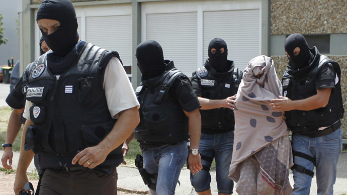 French special Police forces escort a woman from a residential building during a raid in Saint-Priest, near Lyon, France, June 26, 2015. The suspect arrested for a French Islamist attack did not have a criminal record but had been under watch as being possibly radicalised, Interior Minister Bernard Cazeneuve said on Friday.    REUTERS/Emmanuel Foudrot     - RTX1HWYV
