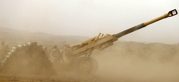 A Saudi artillery unit fires shells towards Houthi positions from the Saudi border with Yemen April 13, 2015. REUTERS/Faisal Al Nasser - RTR4X6GX