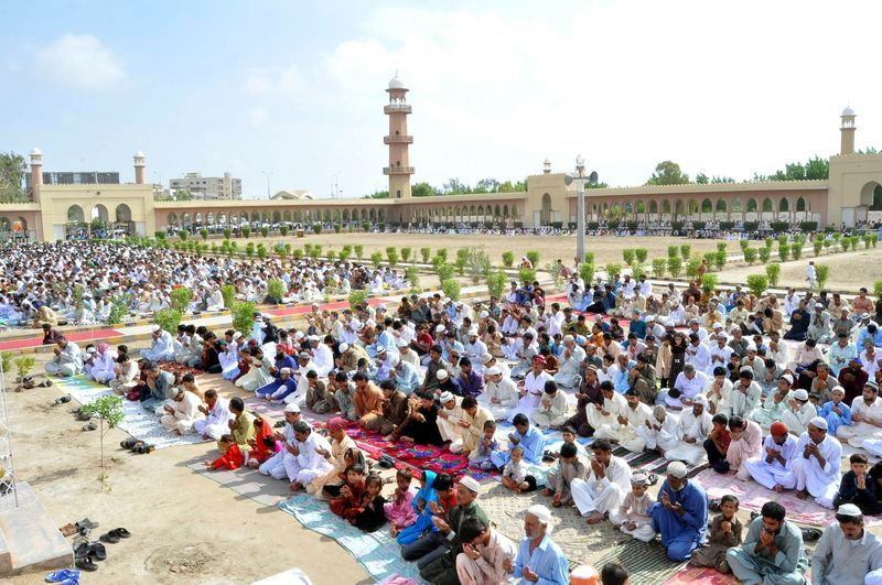 1345466597-eid-ulfitr-prayers-in-pakistan_1398636