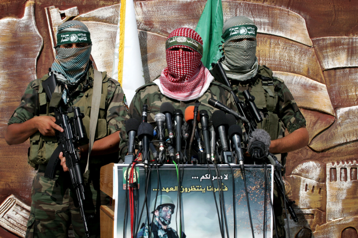 Abu Obaida, the spokesman for the Ezzedine Al-Qassam Brigades, the armed wing of Hamas, attends a news conference in the Rafah border crossing with Egypt in the southern Gaza Strip on October 18, 2012. The militants of Ezzedine al-Qassam Brigade marked the first anniversary of a deal which saw the exchange of 1,027 Palestinian prisoners for captured Israeli soldier Gilad Shalit, on 18 October 2012. Photo by Abed Rahim Khatib / Flash 90 *** Local Caption *** äîàñ çîàñ ôìñèéðé òæä ôìùúéðé ôìùúéðàé ôìñèéðàé ðù÷ îéìéèðèéí çîàñ