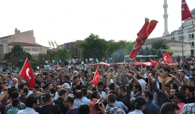 sehit_cenazesinde_akdogana_protesto