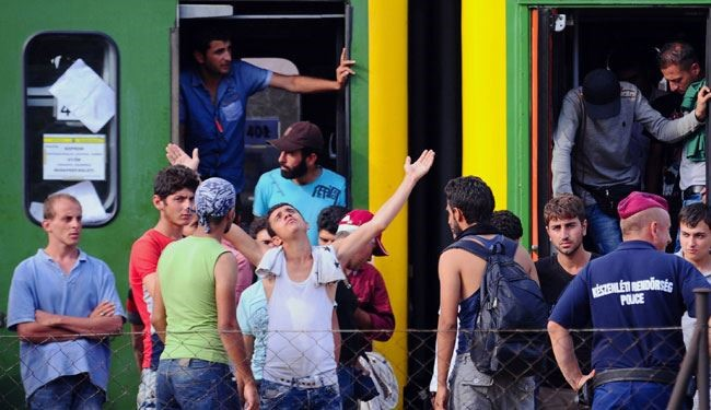 Syrian Migrant in Hungry Refuse to leave Train