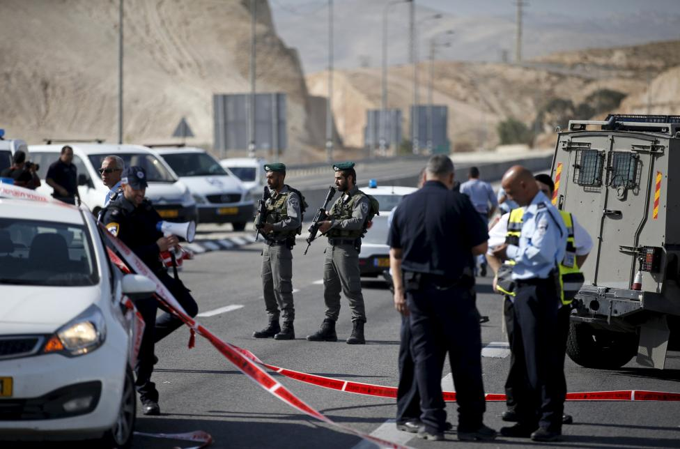 Israeli paramilitary police officers stand guard  at the scene of what police said was an attempted ramming attack near the West Bank Jewish settlement of Kfar Adumim November 22, 2015. REUTERS/Ronen Zvulun