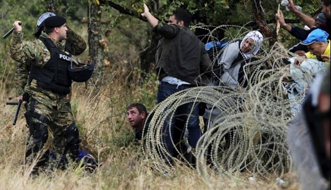VIDEO: Migrants Behind Greece & Macedonia Border in freezing Cold Weather