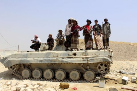 tribesmen-stand-on-a-military-vehicle-they-took-from-an-army-base-in-shihr-city-of-yemens-eastern-hadramawt-province-april-4-2015-reutersomer-arm