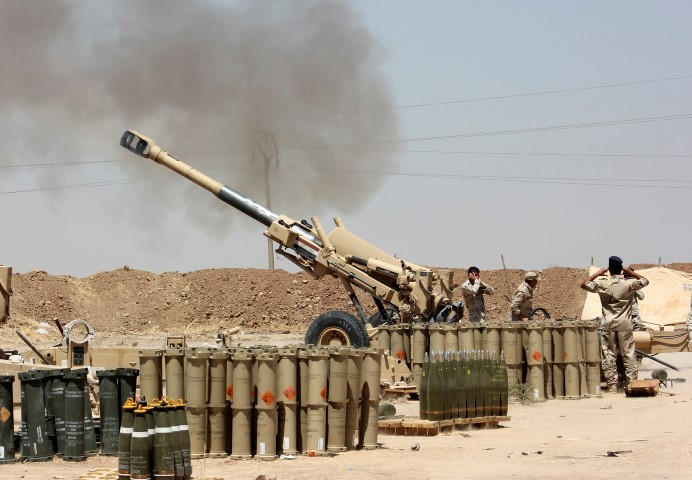 Iraqi security forces fire artillery during clashes with Sunni militant group Islamic State of Iraq and the Levant (ISIL) on the outskirts of the town of Udaim in Diyala province, June 22, 2014. Iran's supreme leader accused the United States on Sunday of trying to retake control of Iraq by exploiting sectarian rivalries, as Sunni insurgents drove toward Baghdad from new strongholds along the Syrian border.  REUTERS/Stringer (IRAQ - Tags: CIVIL UNREST POLITICS MILITARY)