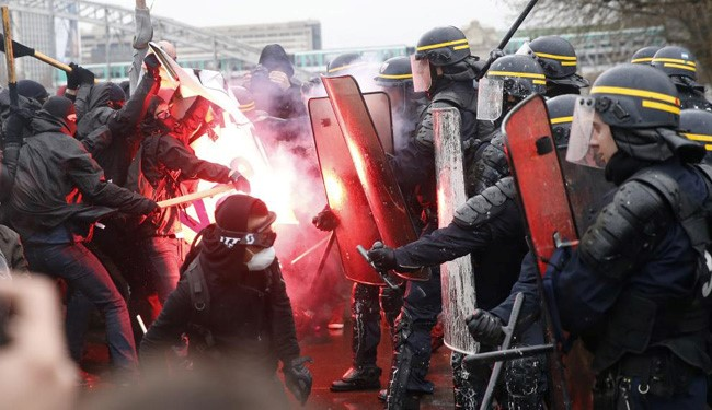 Horrific VIDEO: Protests over Labor Reforms Turn Violent across France
