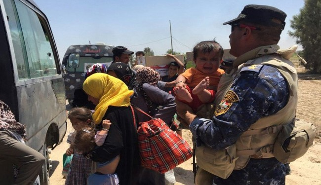 VIDEO: Iraqi Women, Children Flee from ISIS Militants Fighting in Fallujah