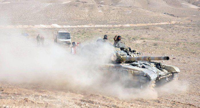 Syrian-tank-eastern-Palmyra-front-696x377