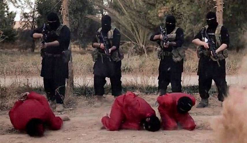 Daesh Firing Squad Executes Four of Its Own Members in Iraq