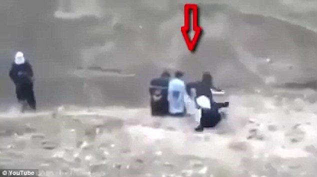 AMAZING VID: Moment Execution Awaiting Hostage BUTTS Captor Before Gunning Down by ISIS