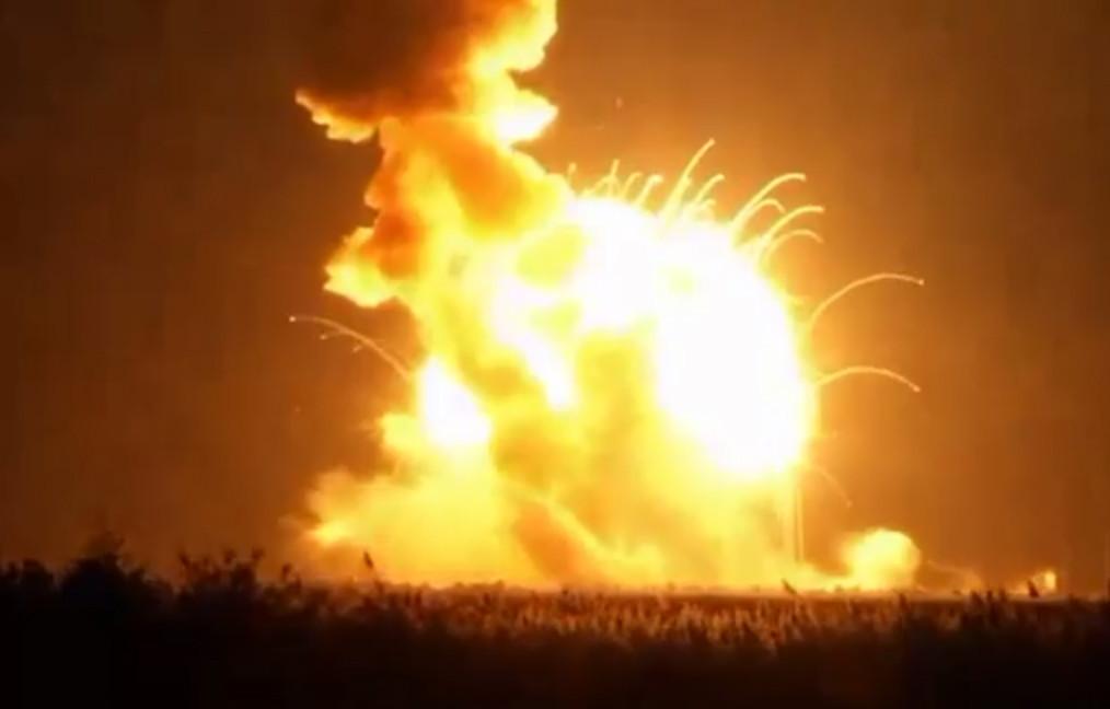 chi-nasa-rocket-explodes-20141029
