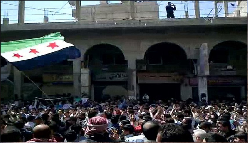 Thousands of Qudsaya Locals Demand Departure of Armed Groups Rejecting the Reconciliation