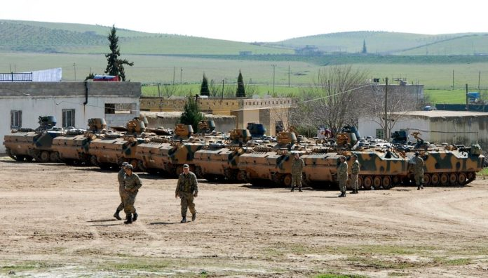 turkish-soldiers-at-the-border-with-syria-696x396