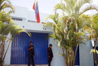 Photo of Honduran coup leaders order Venezuelan diplomats to leave