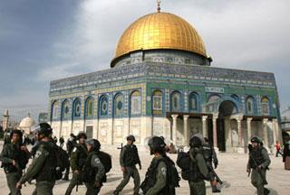 Photo of Al-Aqsa mosque under siege by Israeli police