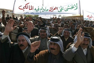 Photo of Iraqis demonstrate to slam election law veto