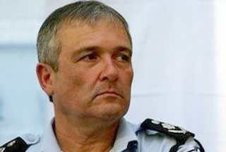 Photo of Israeli police chief threatened by settlers