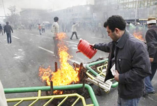 Photo of Iranian commander calls protests disgraceful