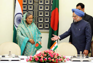 Photo of Indian, Bangladeshi PMs rekindle ties