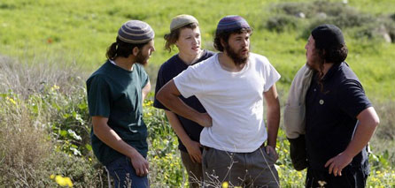 Photo of Zionist settlers assault Palestinian farmer